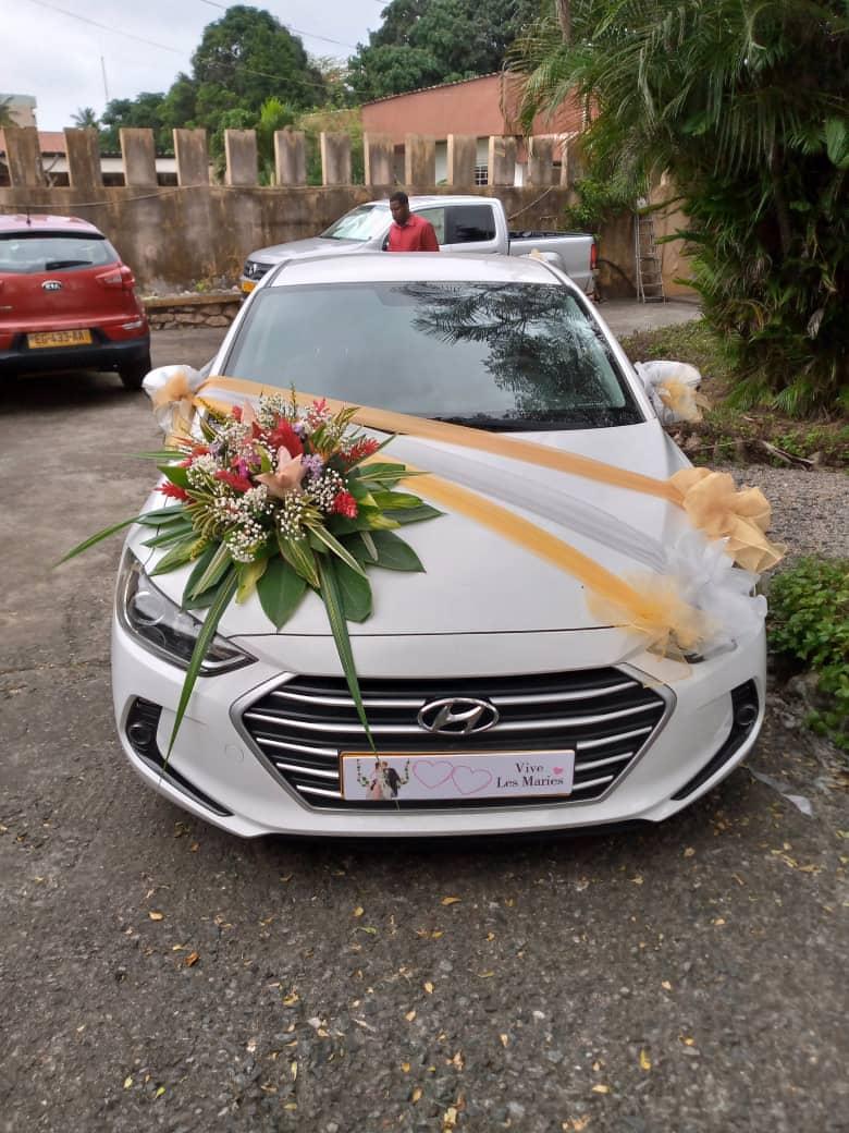 Décoration de voiture des mariés