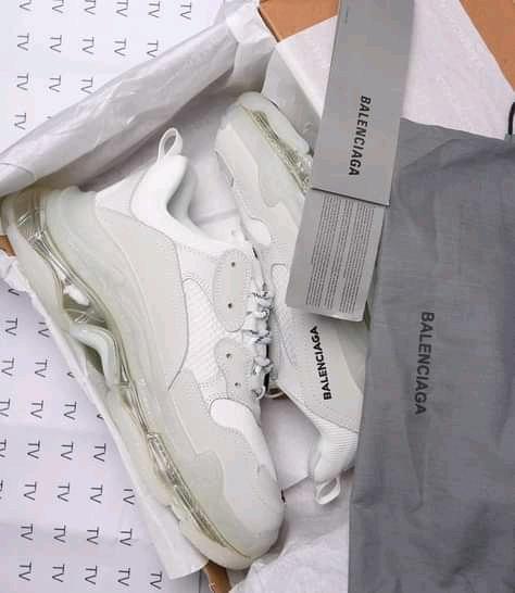 BALENCIAGA Sneaker Triple S Clear Sole